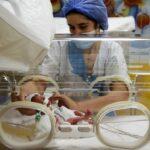 Em caso raríssimo, mulher do Mali dá à luz 9 bebês